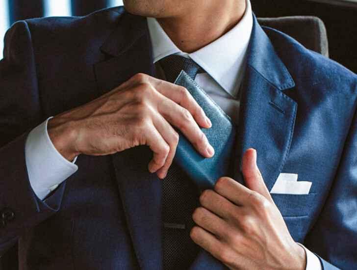 スーツと財布