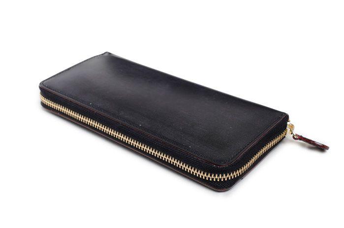 セジュイック社のブライドル長財布