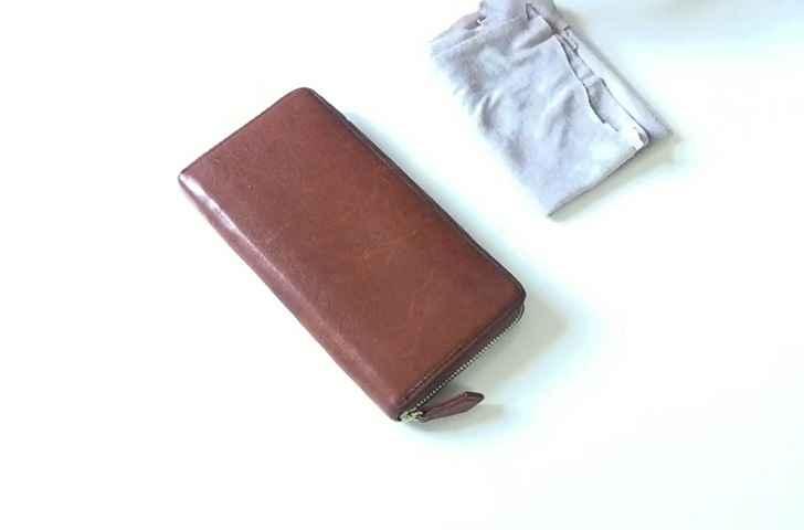 革財布を自然乾燥させます